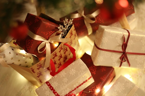 Holiday Spending to Rise Despite Ta...